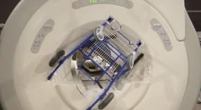 Oddziaływanie wywierane przez pole magnetostatyczne wytwarzane przez magnesy na przedmioty metalowe – zagrożenie bezpieczeństwa przy skanerach rezonansu magnetycznego i spektrometrach NMR